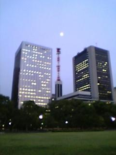 日比谷公園のお月さま。