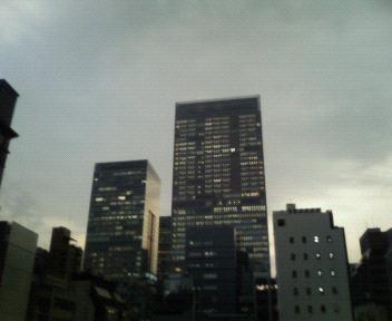 京橋にて。