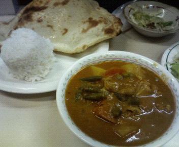 晩ごはんはインド料理。